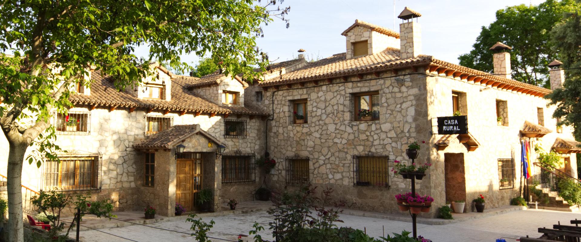 fachada casa rural cuenca